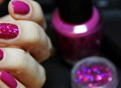 Актуальный дизайн для ногтей с блестками с видео и фото
