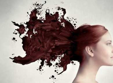 Можно ли женщине красить волосы во время месячных?
