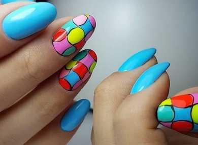 Актуальный яркий дизайн для ногтей с видео и фото