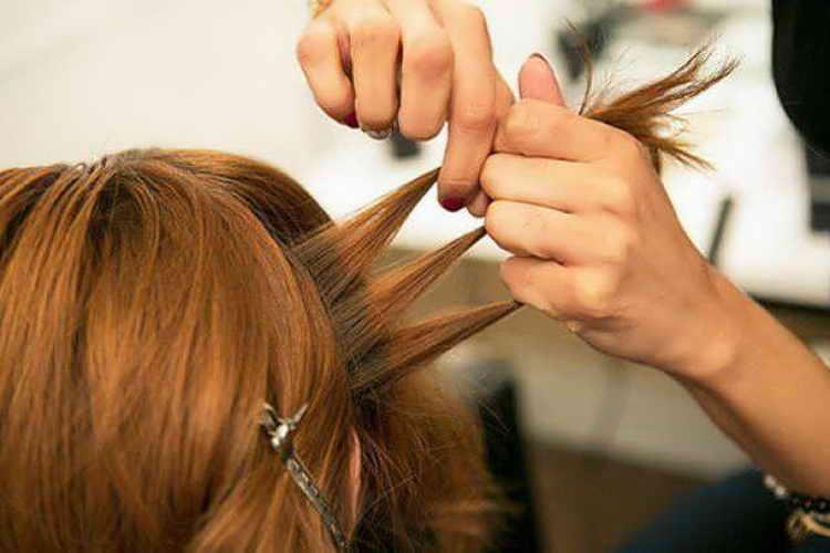 прическа с косой на бок