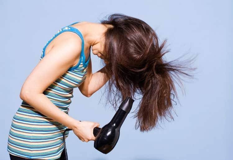 Если не хочется делать прически для полного квадратного лица, важно уметь правильно уложить волосы.