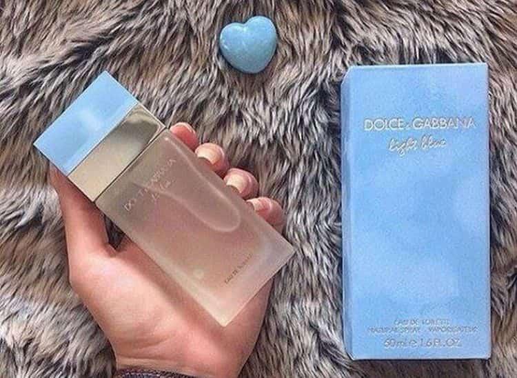 Голубые женские духи Дольче Габбана Light Blue это нежный цветочный аромат.