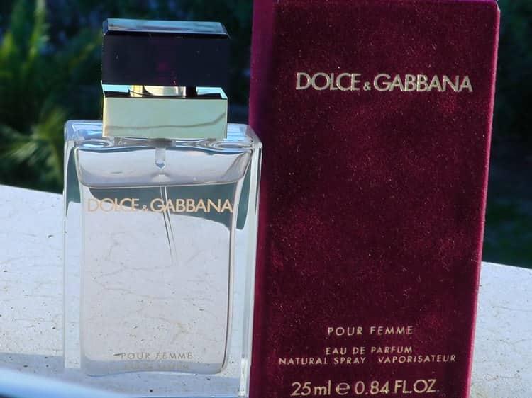 Прочтите также описание аромата женских духов Дольче Габбана Pour Femme.