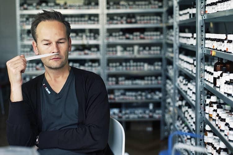 Производитель духов Молекула это немецкий парфюмер Геза Шоен.
