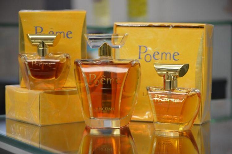 Прочтите также описание духов Поэма от Ланком и отзывы о парфюме.
