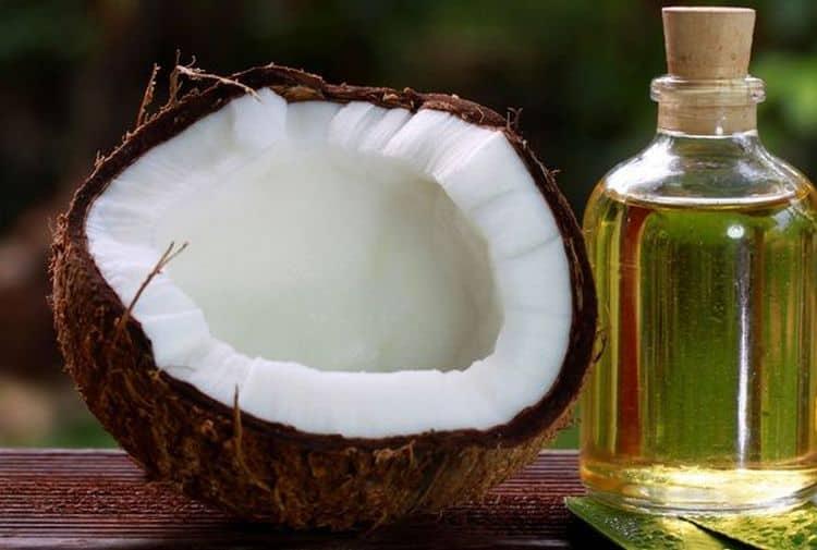 есть также простой рецепт маски для волос с касторовым и кокосовым маслом.
