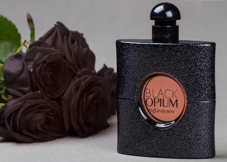 Черные женские духи Блэк Опиум собрали, наверное, больше всего отзывов по всему миру.