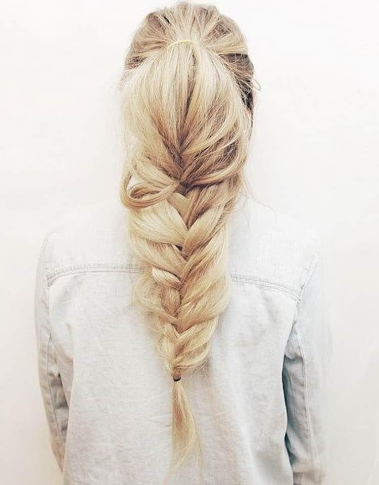 Для создания прически конский хвост сделайте объемную косу