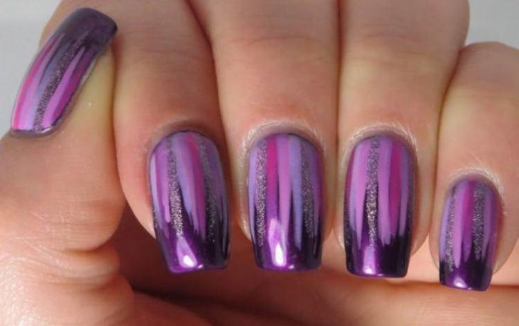 Маникюр с фиолетовым лаком можно сочетать с втиркой.