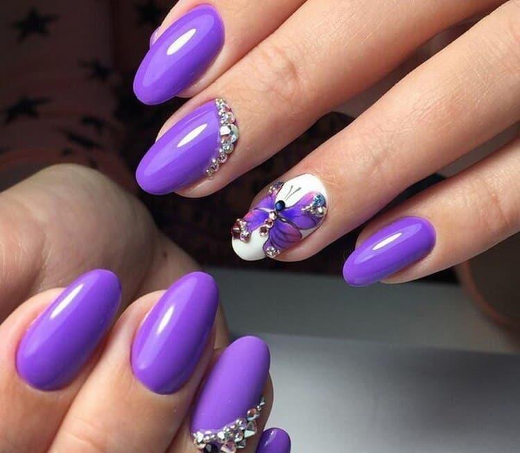 А фот вариант летнего фиолетового маникюра.