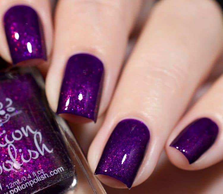 Посмотрите фото маникюра фиолетового цвета.