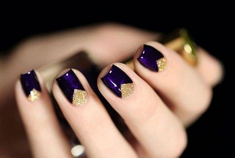Если в маникюре используется золото, желательно сочетать его и с украшениями.