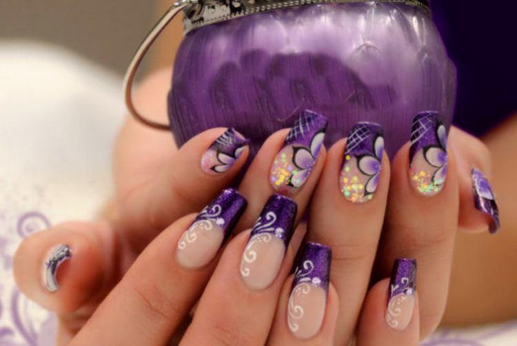 А вот вариант французского маникюра в фиолетовых тонах.
