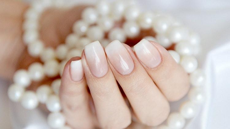 такие ногти тоже выглядят нежно и ухоженно.