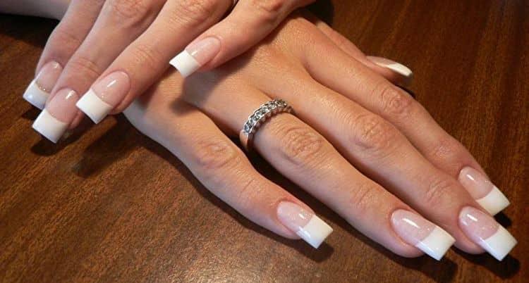 При длинных ногтях важно удачно выбрать их форму.