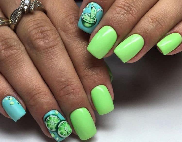 Зелено-голубой маникюр выглядит очень сочно, многим нравится для лета.