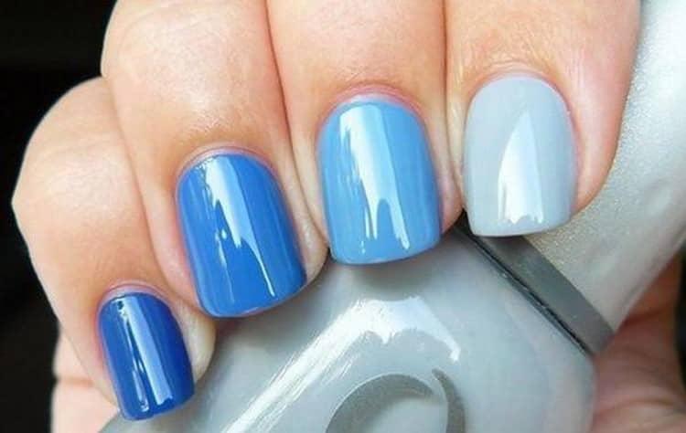 В маникюре можно использовать самые разные оттенки голубого.