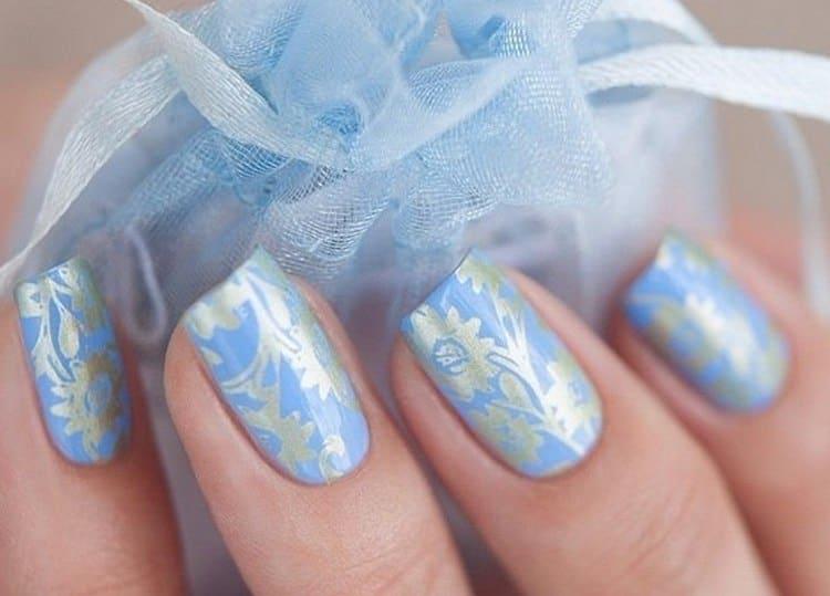 Маникюр в голубых оттенках многие используют в качестве свадебного.