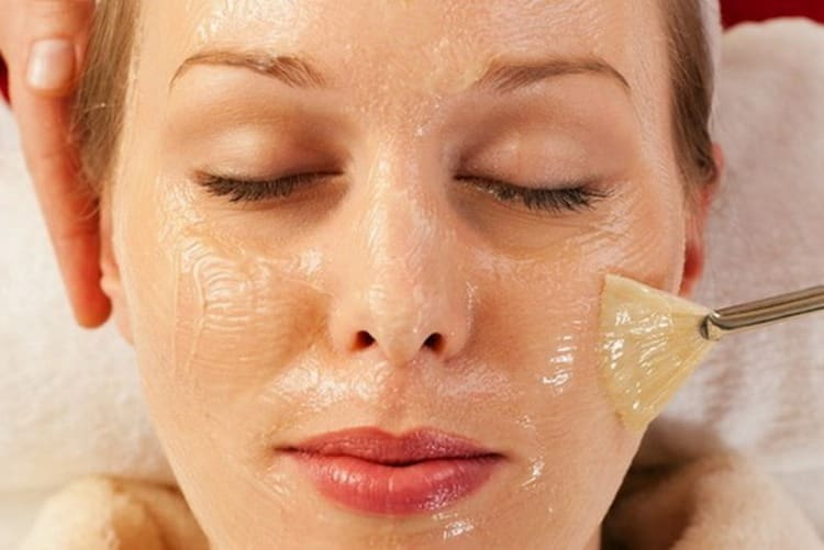 В топ лучших масок для лица входит и желатиновая.