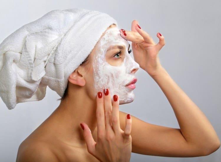 Лучшие маски для лица после 50-ти лет можно делать на основе детского крема.