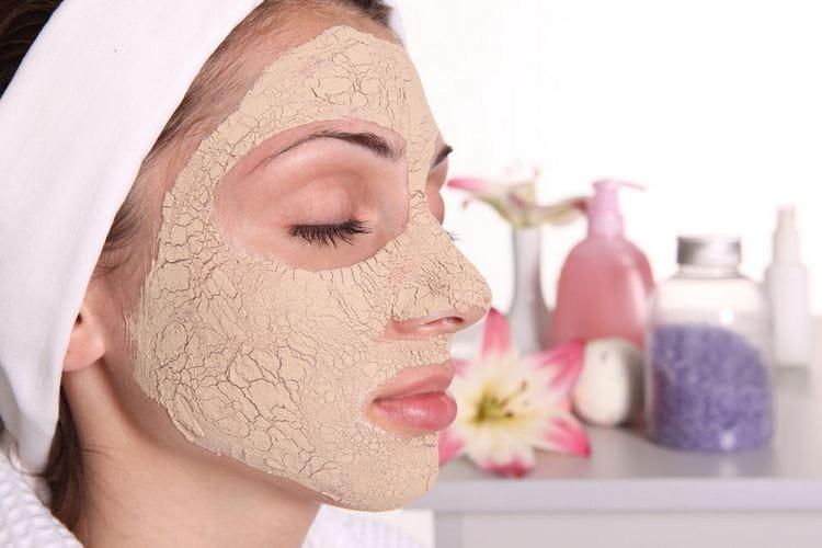 В наш рейтинг лучших масок для лица, конечно же, попала и дрожжевая.