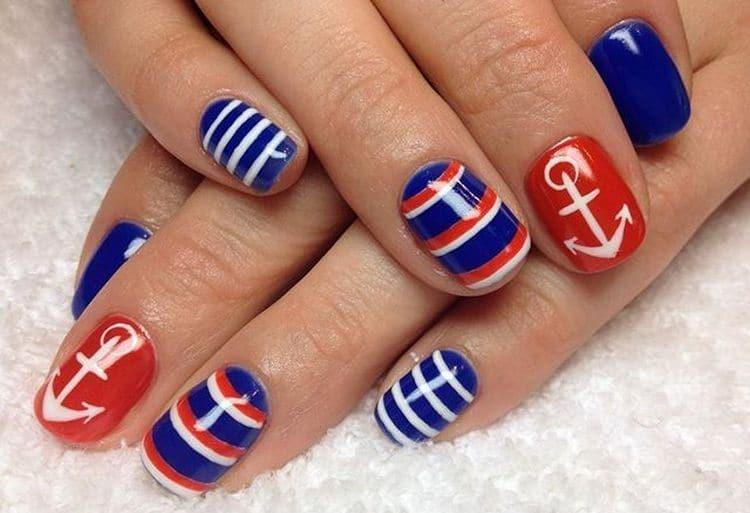 Якорь на ногтях станет хорошим выбором, если вы собираетесь на море.
