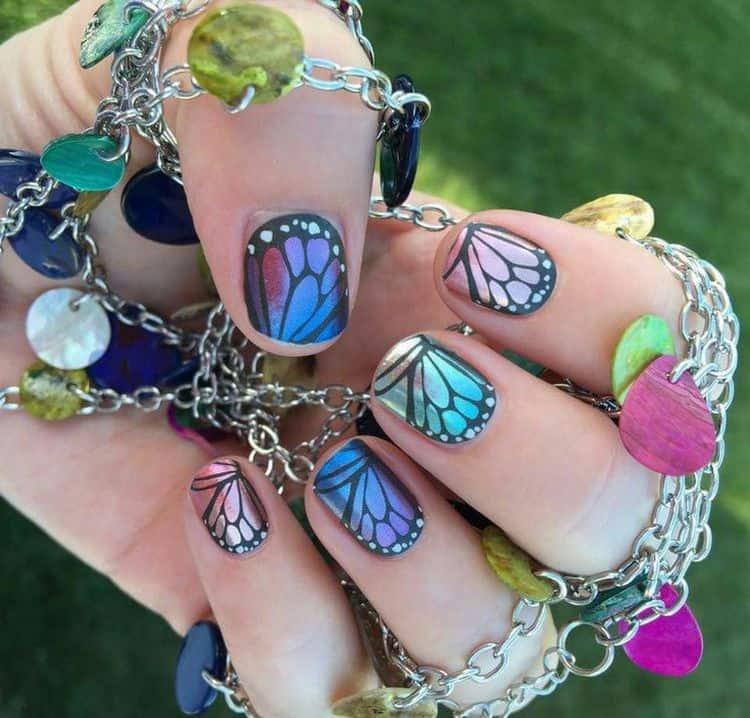 Крылья бабочек на ногтях наверняка привлекут к вам всеобщее внимание.