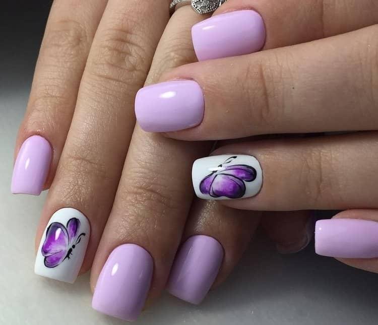 Любая цветовая гамма может быть использована при рисовании бабочек на ногтях.