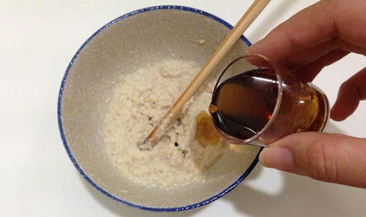 В базовый рецепт можно добавить черный чай и лимонный сок, тогда эффект будет еще лучше.