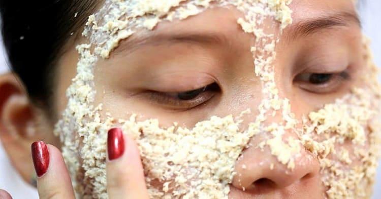 Маска из кефира и овсянки для лица подойдет для более жирной кожи.