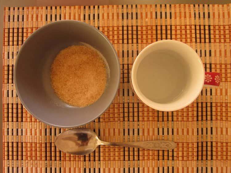 Маску с желатином для лица от морщин можно приготовить просто на основе воды и желатина.