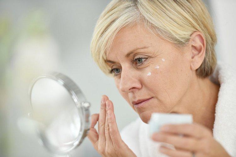 Какую бы маску вы ни использовали, после нее желательно наносить также увлажняющий крем.