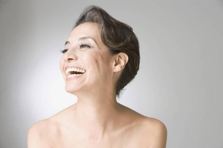 Такие процедуры при условии регулярности помогут хорошо омолодить кожу лица и декольте.