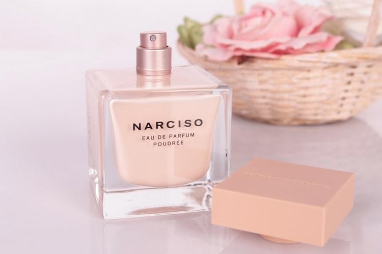 наверное, наибольшее количество отзывов собрал нежнейший пудровый аромат духов Нарциссо Родригес.