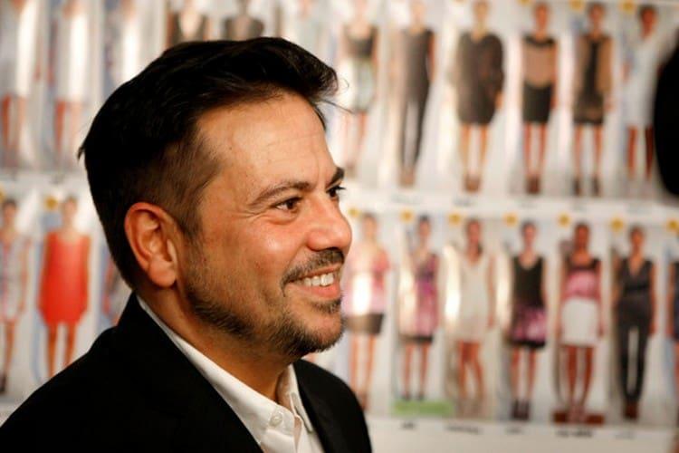 На фото вы можете увидеть дизайнера, владельца бренда и создателя духов Нарциссо Родригеса.