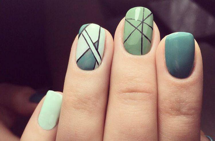 Геометрия на ногтях актуальна и просто в узорах и линиях.