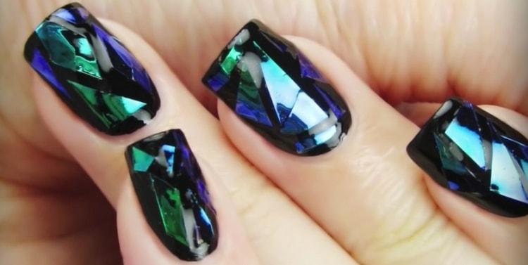 А такой битое стекло на ногтях выглядит объемным.