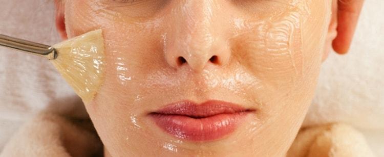 Смесь наносят на кожу только после остывания до температуры тела.