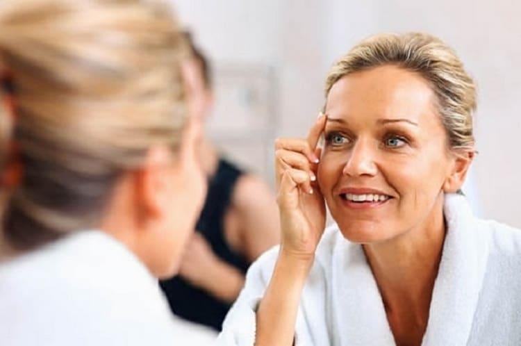 Подтягивающая маска для лица с желатином сделает кожу сияющей и омолодит.