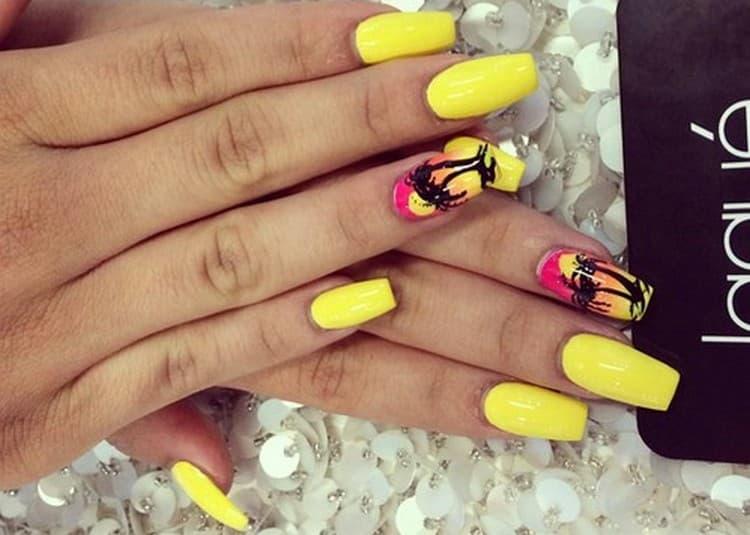 Желтый цвет станет идеальным для летнего маникюра.