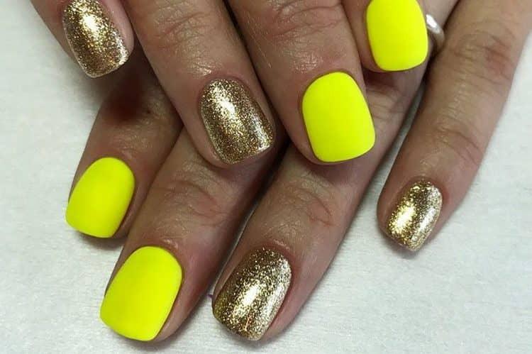 Можно желтый на ногтях сочетать также с золотом.
