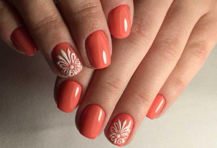 Оранжевый на ногтях станет прекрасным фоном для рисунка.