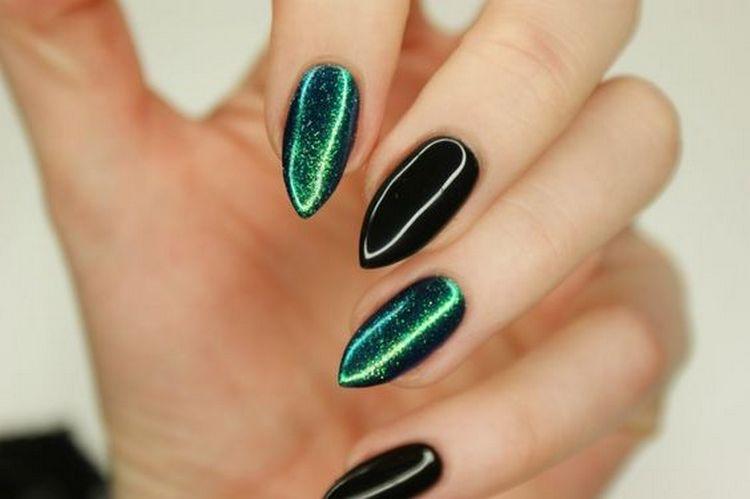 Зеленый красиво выглядит на длинных ногтях.