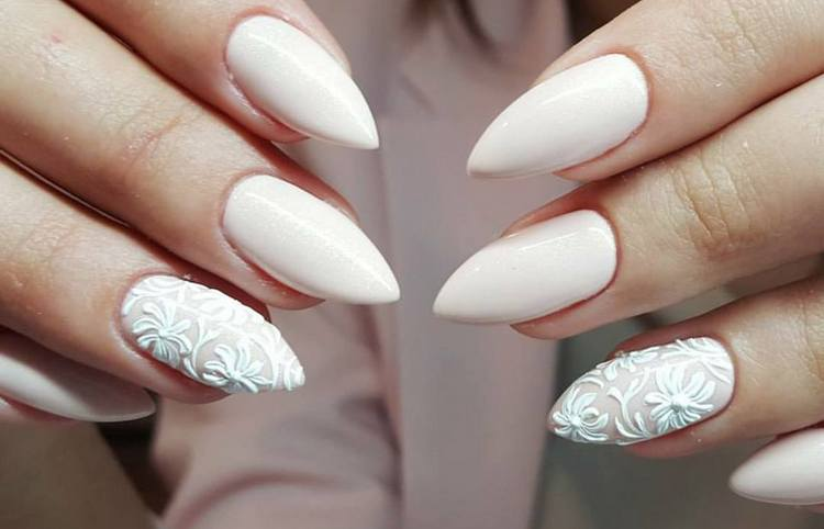 Многим нравится красить ногти просто белым лаком.