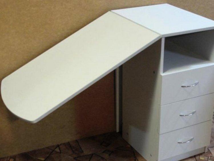 складной стол для маникюра можно сделать своими руками.