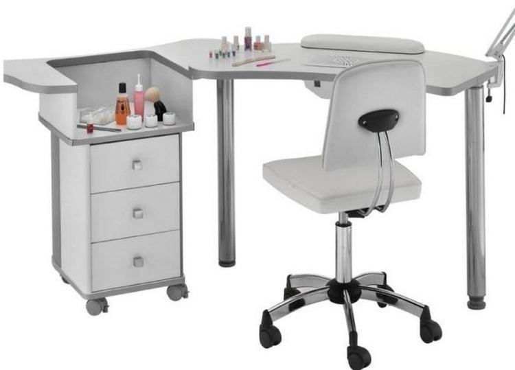 Такая модификация стола для маникюра тоже удобная.