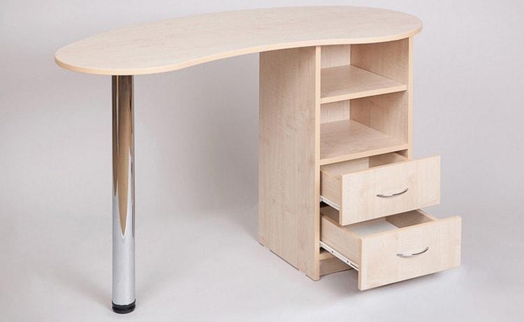 Узнайте, какими должны быть размеры стандартного стола для маникюра.