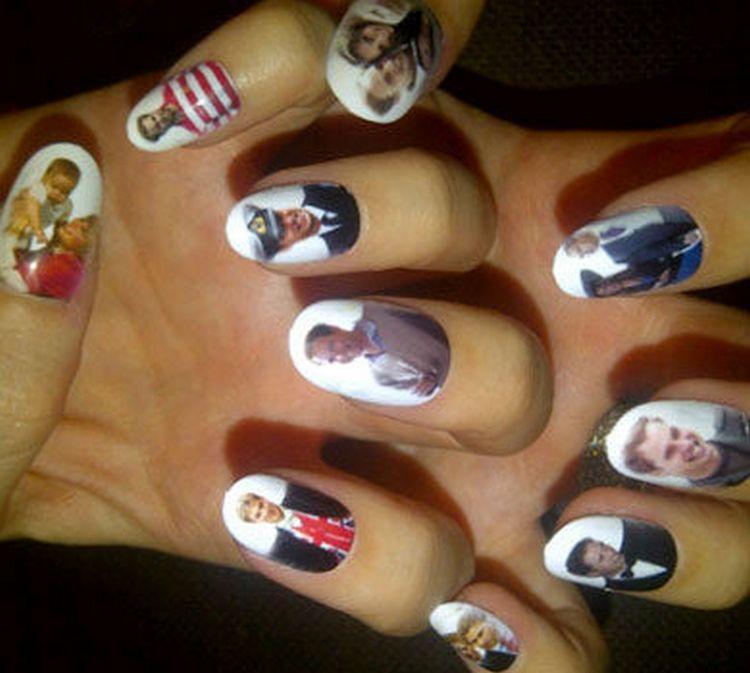 А вот таким сокровищем с портретами на ногтях удивила поклонников Кети Перри.