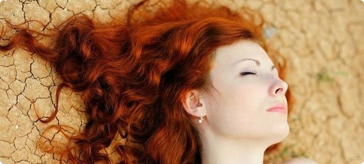 После курса таких витаминов волосы станут выглядеть блестящими и шелковистыми.