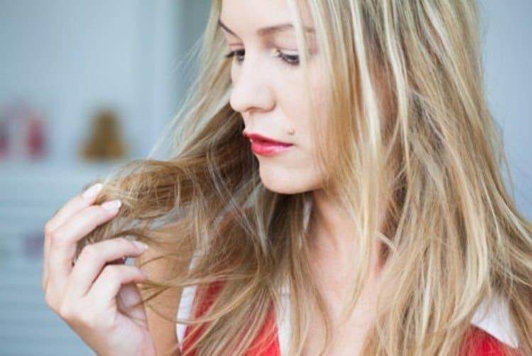 Этот витаминный комплекс поможет избавиться от ломкости и сухости волос.